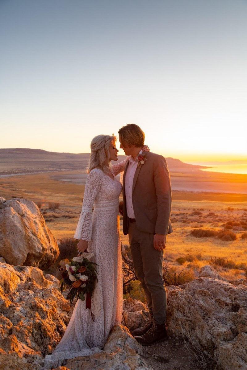 utah adventure elopement on antelope island